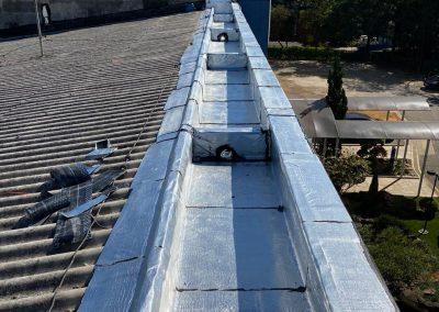 Impermeabilização de beiral em telhado com manta asfaltica aluminizada